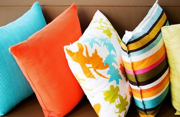 Witzige und kuriose Kissen um Ihr Sofa zu dekorieren