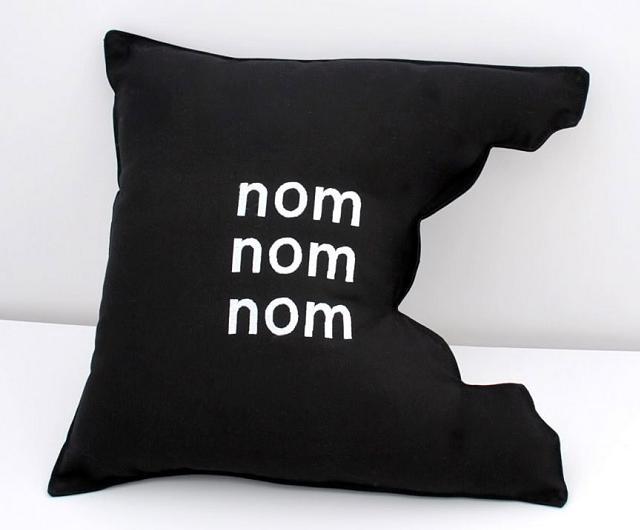 witzige und kuriose kissen um ihr sofa zu dekorieren seite 4 von 6. Black Bedroom Furniture Sets. Home Design Ideas