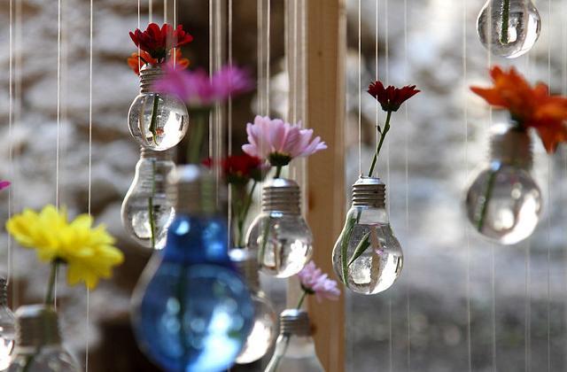 Kreatives Recyceln: in dem wir alten Glühbirnen Wiederverwenden