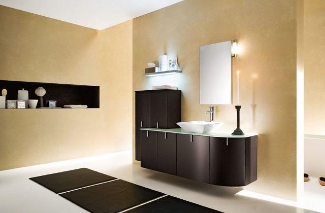 Minimalistiches Badezimmer in schwarz und weiß
