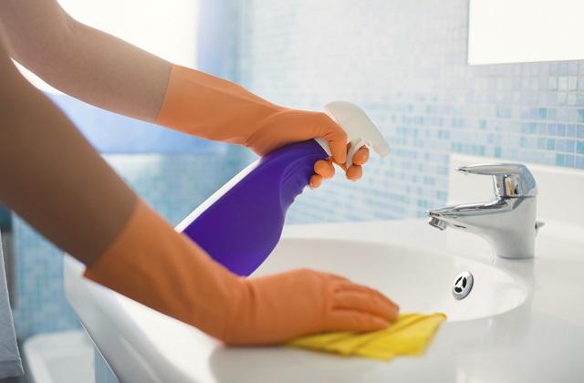Spray für die Sanitäranlagen