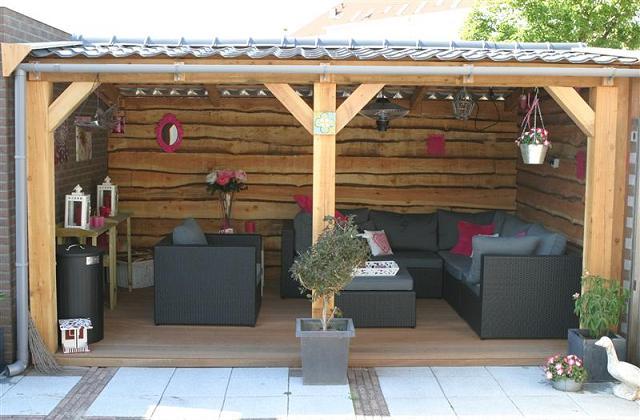 Die richtige Einrichtung für gedeckte Veranda, um einen entspannten Sommer zu genießen