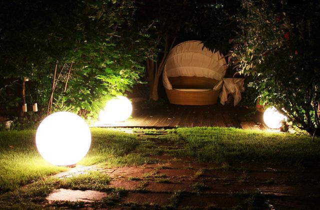 Den Garten kostenlos beleuchten