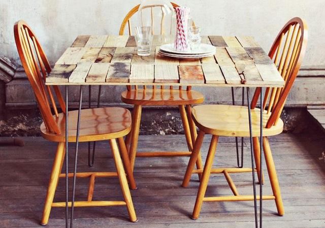 Selbstgemachter, rustikaler Tisch