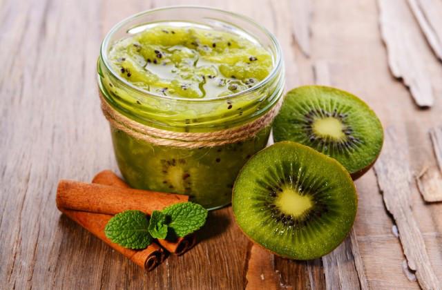 Kiwi Fruchtgetränk, um die Erkältung vorzubeugen