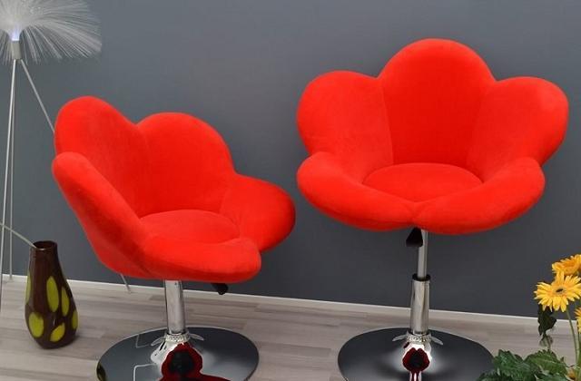 Hocker und Stuhl in Blumenform