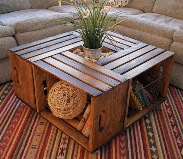 Wie eine komfortablen Tisch für das Wohnzimmer aus alten Holzkisten schafft