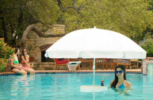 Schwimmender Sonnenschirm für das Schwimmbad