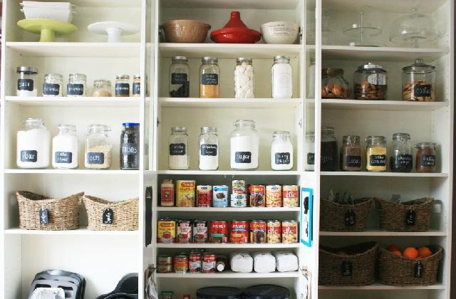Wie man am besten die Speisekammer organisiert